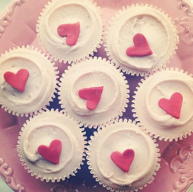 gluten free cupcakes in london, best gluten free cupcakes london, gluten free cupcakes, gluten free cupcakes london, gluten-free cupcake, gluten-free, london, cake, baking, bakery, baked goods, sweet, treat, red velvet, icing, cream cheese, chocolate, mini, delicious, indulgent, creamy, naughty, nice, coealiac, coealiac awareness week, vanilla, rose, adorable, decoration, royal icing, icing