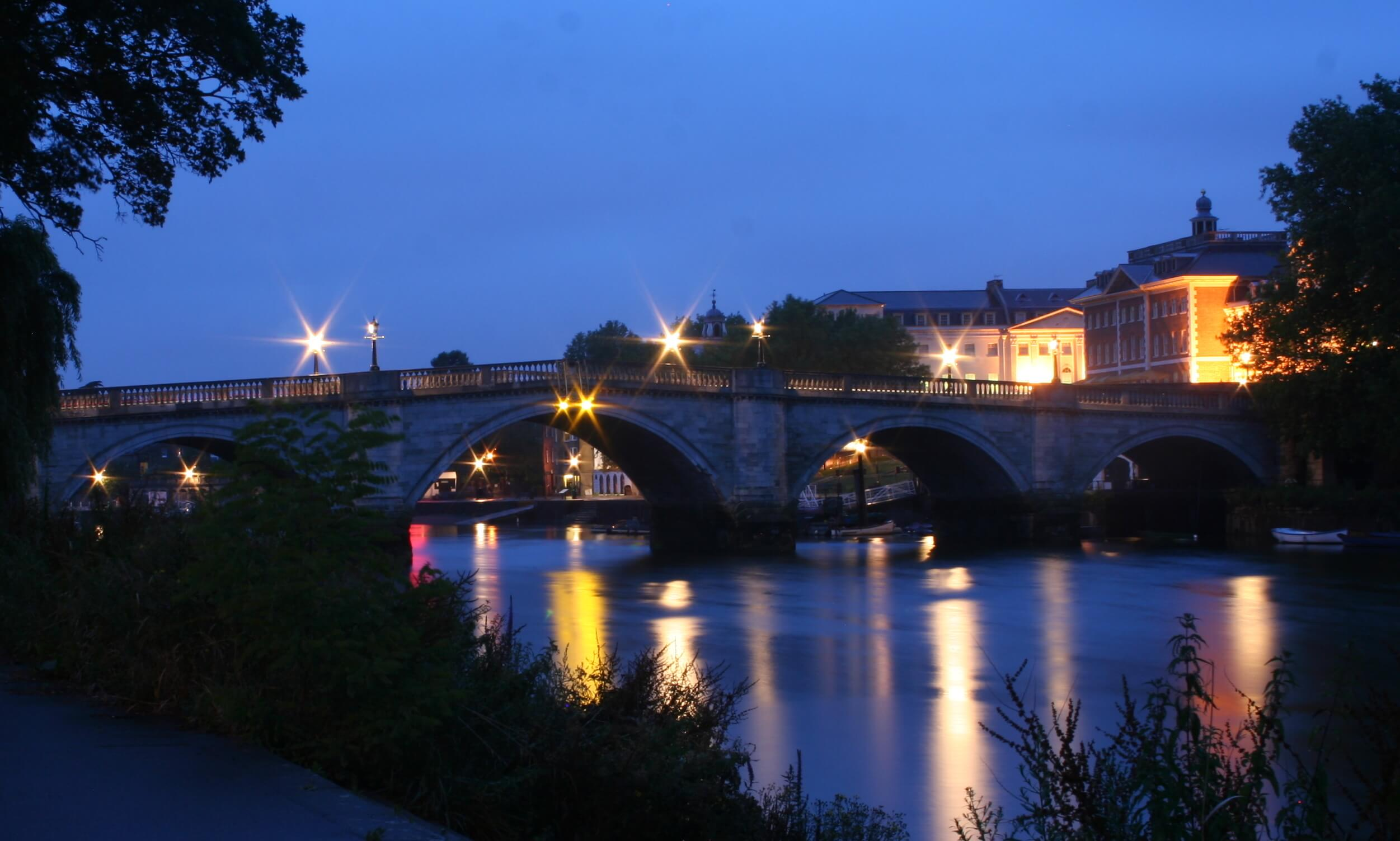 richmond-london-by-night