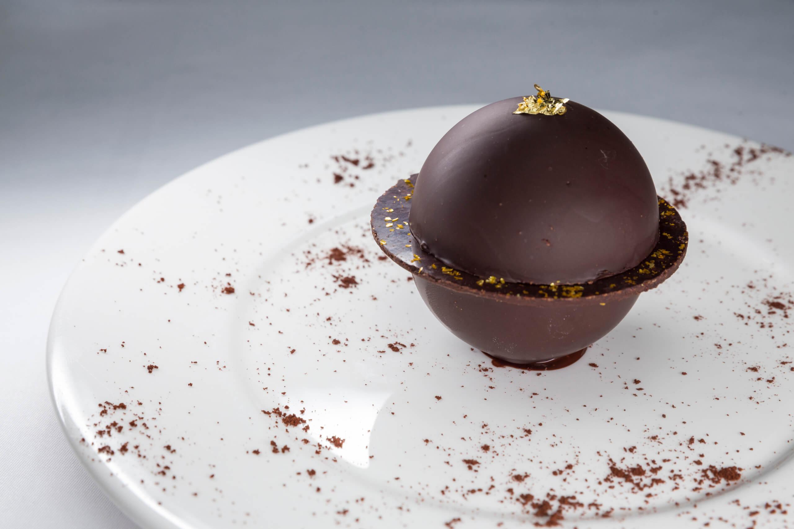 White_&_Dark_Chocolate_Sphere