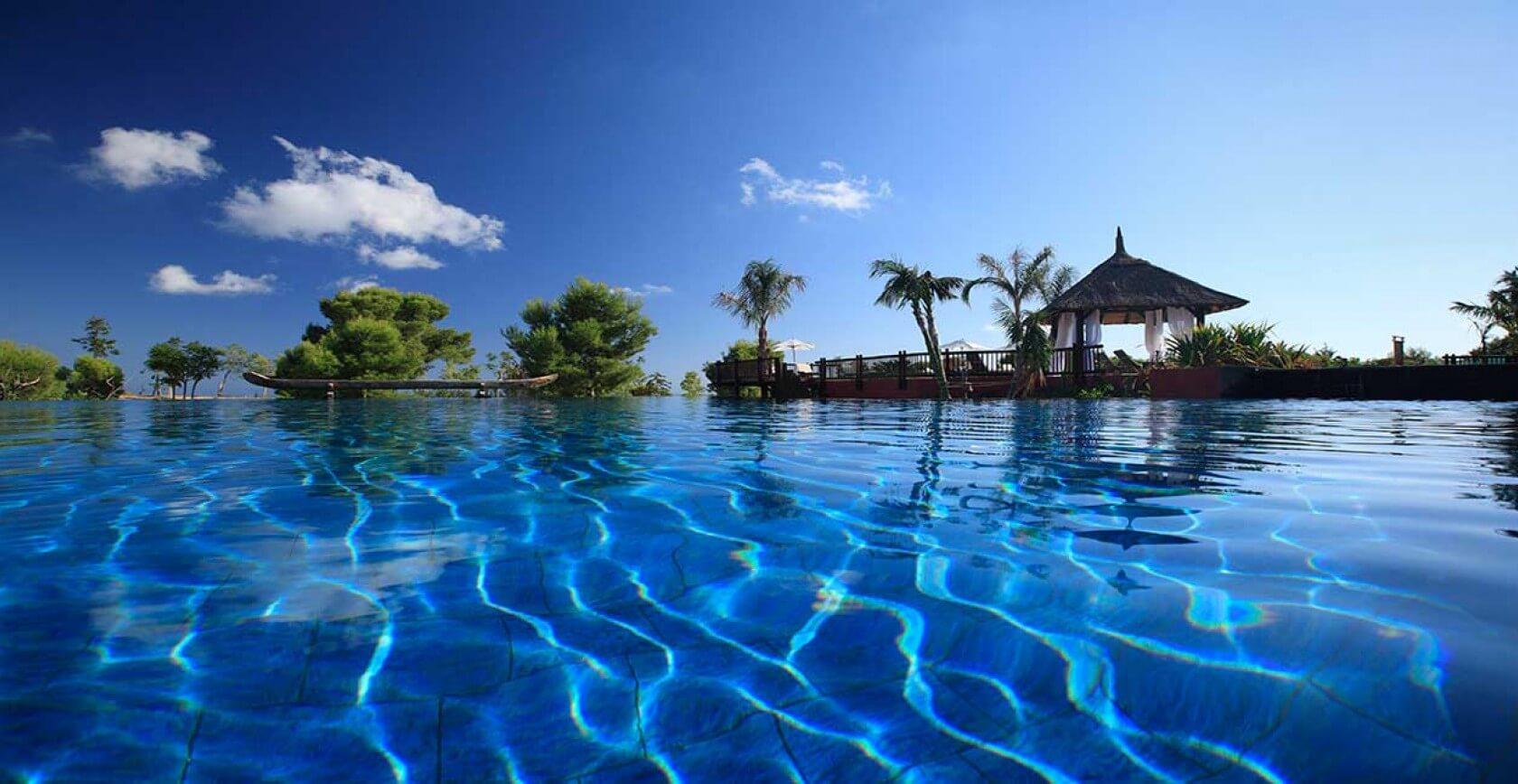 asia-gardens-pool